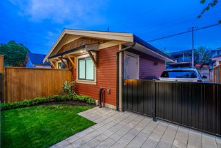Photo 30: 372 E 16TH AVENUE in Vancouver: Main 1/2 Duplex for sale (Vancouver East)  : MLS®# R2463791