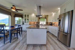 Photo 11: 2273 Lakeview Drive: Blind Bay House for sale (South Shuswap)  : MLS®# 10160915