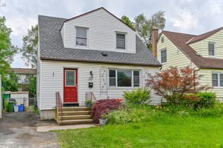 Photo 1: 52 Martha Street in Hamilton: House for sale : MLS®# H4056393
