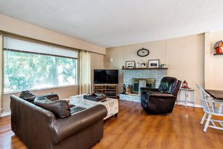 Photo 2: 19604 47 Avenue in Langley: Langley City House for sale : MLS®# R2433635