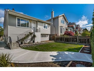 Photo 2: 1635 E 57TH Avenue in Vancouver: Fraserview VE House for sale (Vancouver East)  : MLS®# R2452988