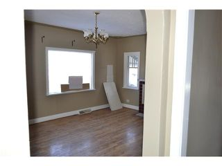 Photo 4: 639 12 Avenue NE in CALGARY: Renfrew Regal Terrace Residential Detached Single Family for sale (Calgary)  : MLS®# C3549703