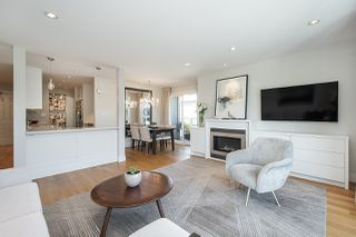 "Photo 3: 301 2255 YORK Avenue in Vancouver: Kitsilano Condo for sale in ""BEACH HOUSE"" (Vancouver West)  : MLS®# R2458588"