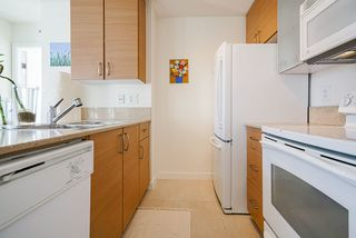 """Photo 12: 1407 977 MAINLAND Street in Vancouver: Yaletown Condo for sale in """"YALETOWN PARK 3"""" (Vancouver West)  : MLS®# R2524539"""