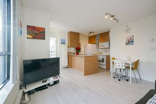 """Photo 7: 1407 977 MAINLAND Street in Vancouver: Yaletown Condo for sale in """"YALETOWN PARK 3"""" (Vancouver West)  : MLS®# R2524539"""