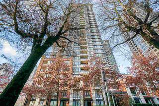 """Photo 1: 1407 977 MAINLAND Street in Vancouver: Yaletown Condo for sale in """"YALETOWN PARK 3"""" (Vancouver West)  : MLS®# R2524539"""