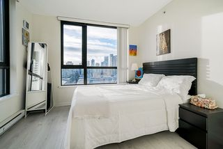 """Photo 15: 1407 977 MAINLAND Street in Vancouver: Yaletown Condo for sale in """"YALETOWN PARK 3"""" (Vancouver West)  : MLS®# R2524539"""