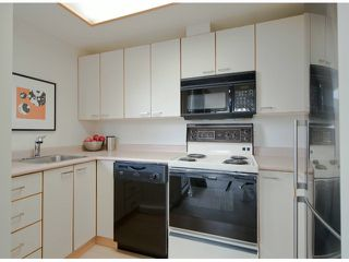 Photo 7: # 408 15111 RUSSELL AV: White Rock Condo for sale (South Surrey White Rock)  : MLS®# F1305605