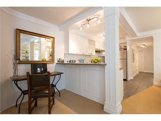 "Photo 7: # 105 2036 YORK AV in Vancouver: Kitsilano Condo for sale in ""THE CHARLESTON"" (Vancouver West)  : MLS®# V1013935"
