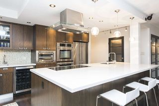 Photo 9: 801 1383 MARINASIDE CRESCENT in Vancouver: Yaletown Condo for sale (Vancouver West)  : MLS®# R2244068