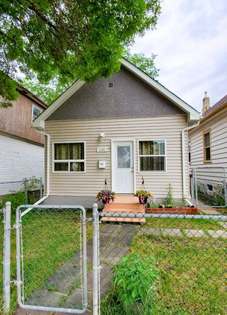 Photo 2: 1241 Selkirk Avenue in Winnipeg: Single Family Detached for sale (4B)  : MLS®# 1916390