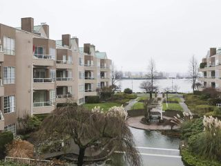"Photo 14: 301 1150 QUAYSIDE Drive in New Westminster: Quay Condo for sale in ""WESTPORT"" : MLS®# R2426092"