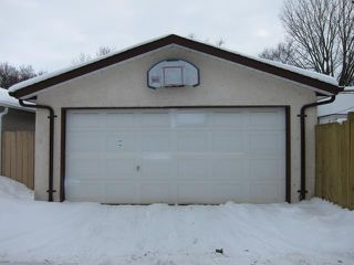 Photo 2: 523 Rosseau Avenue East in WINNIPEG: Transcona Residential for sale (North East Winnipeg)  : MLS®# 1203038
