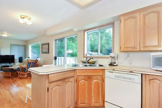 Photo 5: 15579 OXENHAM AVENUE: White Rock House for sale (South Surrey White Rock)  : MLS®# R2290933