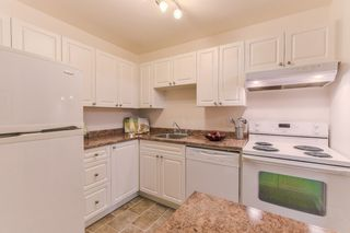 """Photo 11: 210 1555 FIR Street: White Rock Condo for sale in """"SAGEWOOD"""" (South Surrey White Rock)  : MLS®# R2388121"""