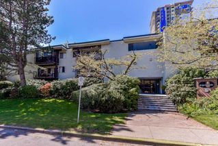"""Photo 2: 210 1555 FIR Street: White Rock Condo for sale in """"SAGEWOOD"""" (South Surrey White Rock)  : MLS®# R2388121"""