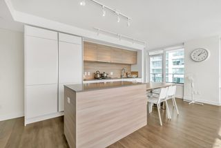 Photo 5: 2509 988 QUAYSIDE Drive in New Westminster: Quay Condo for sale : MLS®# R2444956