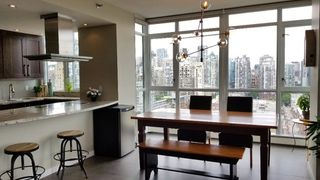 "Photo 4: 2305 289 DRAKE Street in Vancouver: Yaletown Condo for sale in ""Parkview Tower"" (Vancouver West)  : MLS®# R2474157"