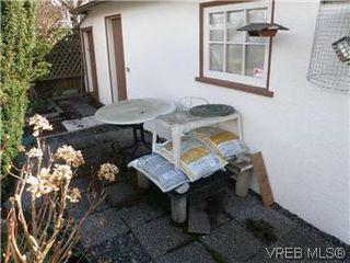 Photo 18: 2413 Mowat St in VICTORIA: OB Henderson House for sale (Oak Bay)  : MLS®# 599535