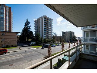 Photo 10: 204 751 Chesterfield Avenue in North Vancouver: Condo for sale : MLS®# V1116880