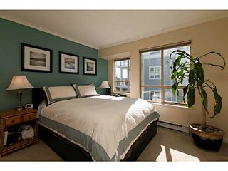 Photo 2: 204 751 Chesterfield Avenue in North Vancouver: Condo for sale : MLS®# V1116880
