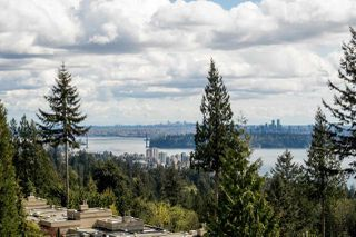 Photo 2: 702 3105 DEER RIDGE DRIVE in West Vancouver: Deer Ridge WV Condo for sale : MLS®# R2053638