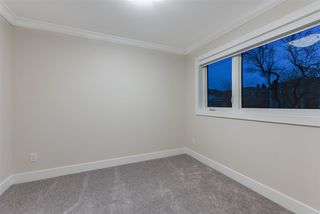 Photo 17: 6430 KITCHENER Street in Burnaby: Parkcrest House 1/2 Duplex for sale (Burnaby North)  : MLS®# R2428351