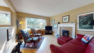 "Photo 3: 2363 THE Boulevard in Squamish: Garibaldi Highlands House for sale in ""GARIBALDI HIGHLANDS"" : MLS®# R2438264"