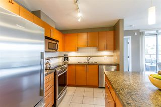 Photo 7: 902-2225 Holdom Ave in Burnaby: Condo for sale (Burnaby North)  : MLS®# R2463125