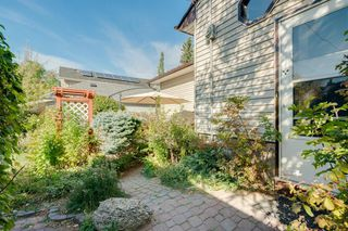 Photo 4: 307 26 Avenue NE in Calgary: Tuxedo Park Detached for sale : MLS®# A1039987