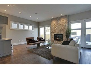 Photo 8: 3332 40 Street SW in CALGARY: Glenbrook Residential Attached for sale (Calgary)  : MLS®# C3548100
