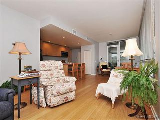 Photo 3: 302 399 Tyee Road in VICTORIA: VW Victoria West Condo Apartment for sale (Victoria West)  : MLS®# 322301