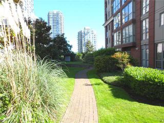 "Photo 16: 303 850 ROYAL Avenue in New Westminster: Downtown NW Condo for sale in ""THE ROYALTON"" : MLS®# V1009376"