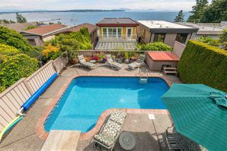 Photo 18: 14728 THRIFT Avenue: White Rock House for sale (South Surrey White Rock)  : MLS®# R2396344