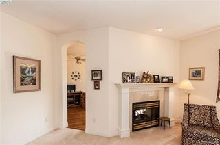 Photo 3: 76 530 Marsett Place in VICTORIA: SW Royal Oak Row/Townhouse for sale (Saanich West)  : MLS®# 416088