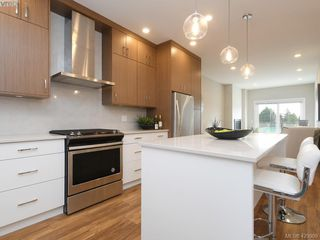 Photo 4: 7 4355 Viewmont Avenue in VICTORIA: SW Royal Oak Row/Townhouse for sale (Saanich West)  : MLS®# 420909