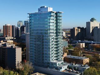 Main Photo: 1704 390 Assiniboine Avenue in Winnipeg: Downtown Condominium for sale (9A)  : MLS®# 202100551