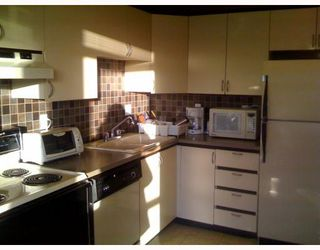 Photo 4: 403 6220 MCKAY Avenue in Burnaby: Metrotown Condo for sale (Burnaby South)  : MLS®# V798588