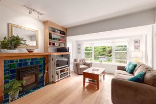 """Photo 4: 1937 GRAVELEY Street in Vancouver: Grandview Woodland House for sale in """"Commercial Drive"""" (Vancouver East)  : MLS®# R2404224"""