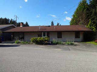 "Photo 2: 5772 PEBBLES Crescent in Sechelt: Sechelt District House for sale in ""SECHELT VILLAGE"" (Sunshine Coast)  : MLS®# R2436378"