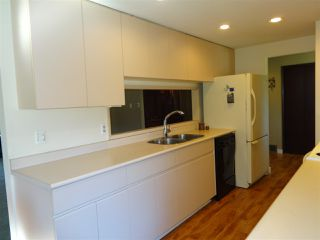 "Photo 6: 5772 PEBBLES Crescent in Sechelt: Sechelt District House for sale in ""SECHELT VILLAGE"" (Sunshine Coast)  : MLS®# R2436378"