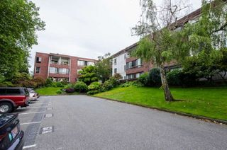 "Main Photo: 102 8760 NO. 1 Road in Richmond: Boyd Park Condo for sale in ""APPLE GREEN PARK"" : MLS®# R2470738"