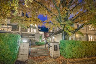 "Photo 2: 5362 LARCH Street in Vancouver: Kerrisdale Townhouse for sale in ""LARCHWOOD"" (Vancouver West)  : MLS®# R2516964"