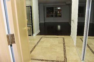 Photo 2: 25 25 Kingsbridge Garden Circle in Mississauga: Hurontario Condo for sale : MLS®# W2630746