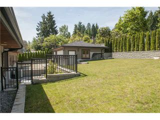 Photo 20: 949 Roslyn Boulevard in North Vancouver: Dollarton House for sale : MLS®# V1139192