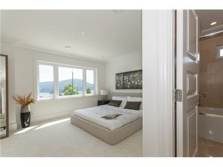 Photo 15: 949 Roslyn Boulevard in North Vancouver: Dollarton House for sale : MLS®# V1139192