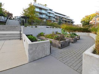 """Photo 5: 203 20 E ROYAL AVENUE Avenue in New Westminster: Fraserview NW Condo for sale in """"The Lookout at Victoria Hill"""" : MLS®# R2457697"""