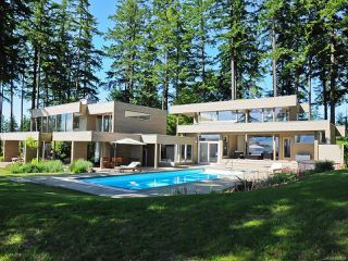 Photo 1: 1156 Moore Rd in COMOX: CV Comox Peninsula Single Family Detached for sale (Comox Valley)  : MLS®# 840830