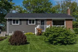 Photo 1: 286 Gourok Avenue in Dartmouth: 17-Woodlawn, Portland Estates, Nantucket Residential for sale (Halifax-Dartmouth)  : MLS®# 202011555