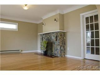 Photo 5: 982 Darwin Ave in VICTORIA: SE Quadra Single Family Detached for sale (Saanich East)  : MLS®# 571046